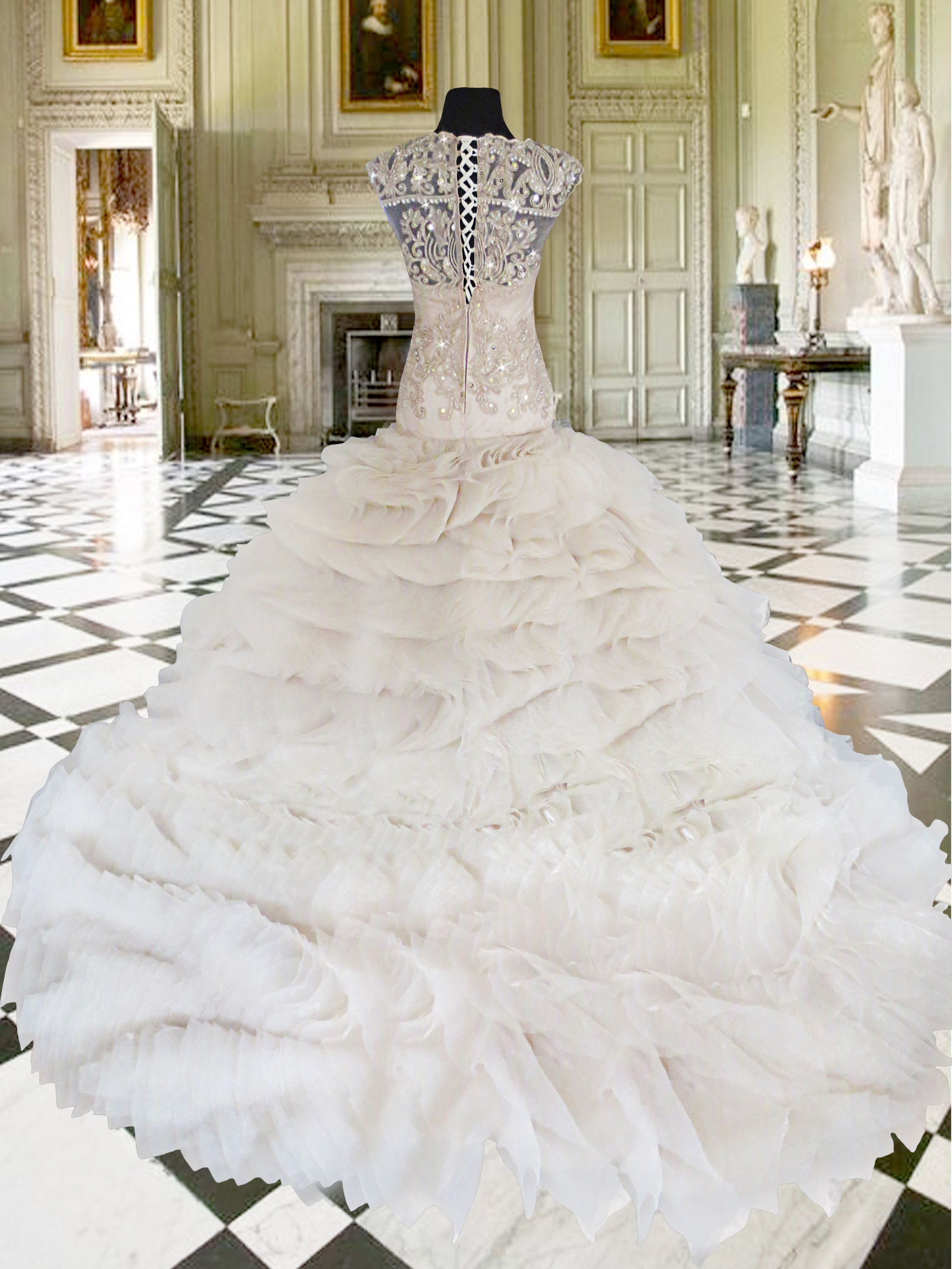 wedding dress for rent Lovely mermaid wedding gown with long trail available for rent at only Php6