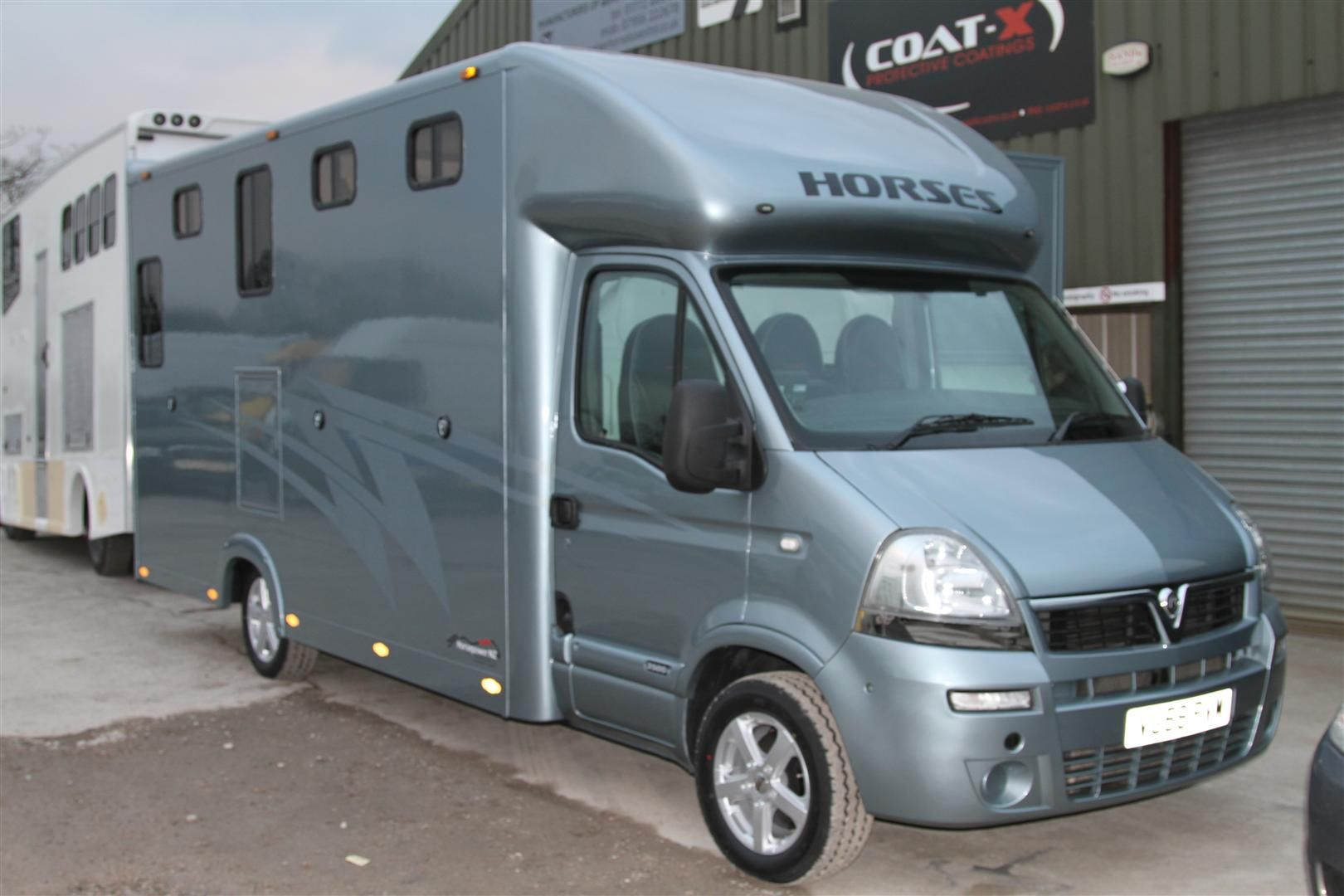 4 5 Tonne Aeos Horseboxes By Kevin Parker Horseboxes Kevinparkerhorseboxes Horse Horsebox Recreational Vehicles Vehicles Photo