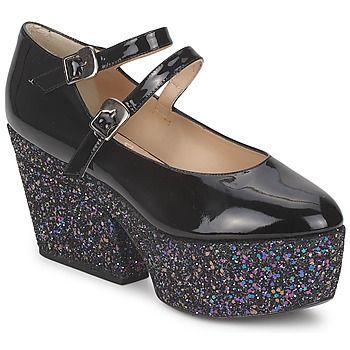 ¿Cómo resistirse a estos zapatos de tacón Kide, tesoro firmado por Minna Parikka. La combinación del corte en piel y de su color negro convierte este modelo en un indispensable. Con su tacón de 9 cms y su suela en cuero, este zapato de tacón nos asegura elegancia y confort Este zapato de tacón luce un forro en cuero así como una plantilla en cuero. #minnaparikka #spartoo #atrevete #zapatos #mujer #moda  http://www.spartoo.es/Minna-Parikka-KIDE-x211169.php