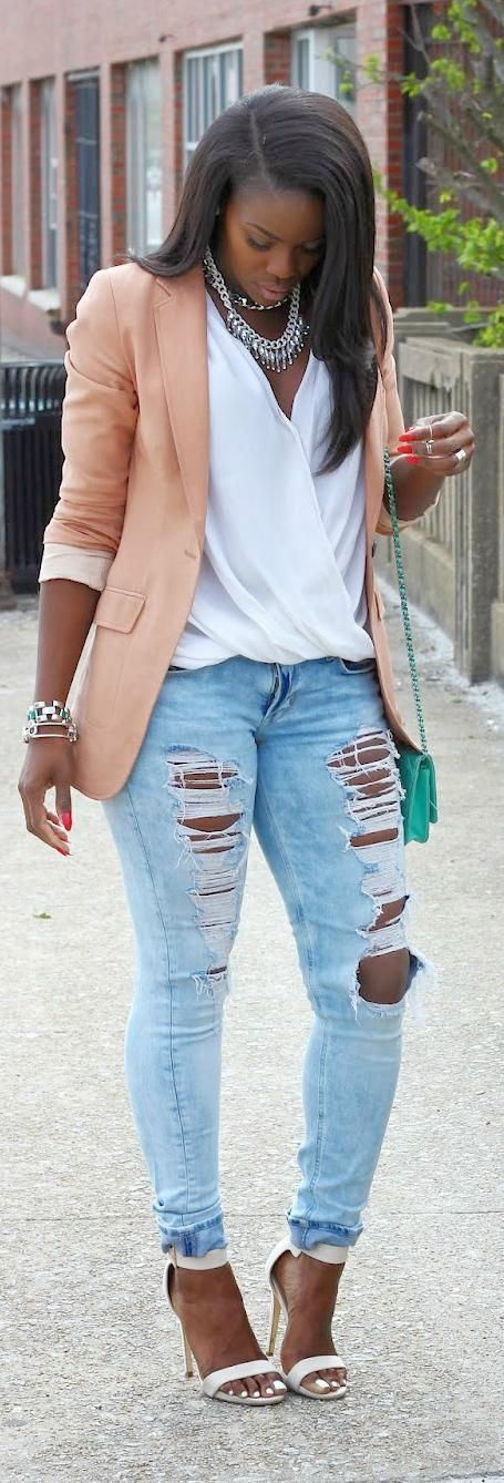 b8c0d4e130 10 stylish ways to wear distressed jeans from morning to evening - Page 10  of 11 - women-outfits.com