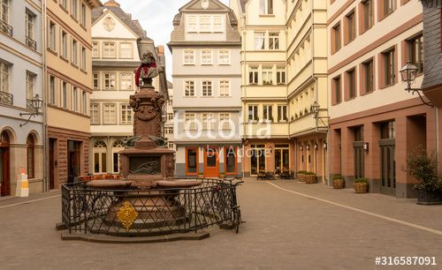 The chicken market in the restored old town of Frankfurt with the Stolze fountain