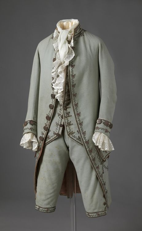 Suit  1780s  Nasjonalmuseet for Kunst, Arketektur, og Design... so much cooler back then. I wish it were normal to wear something this awesome