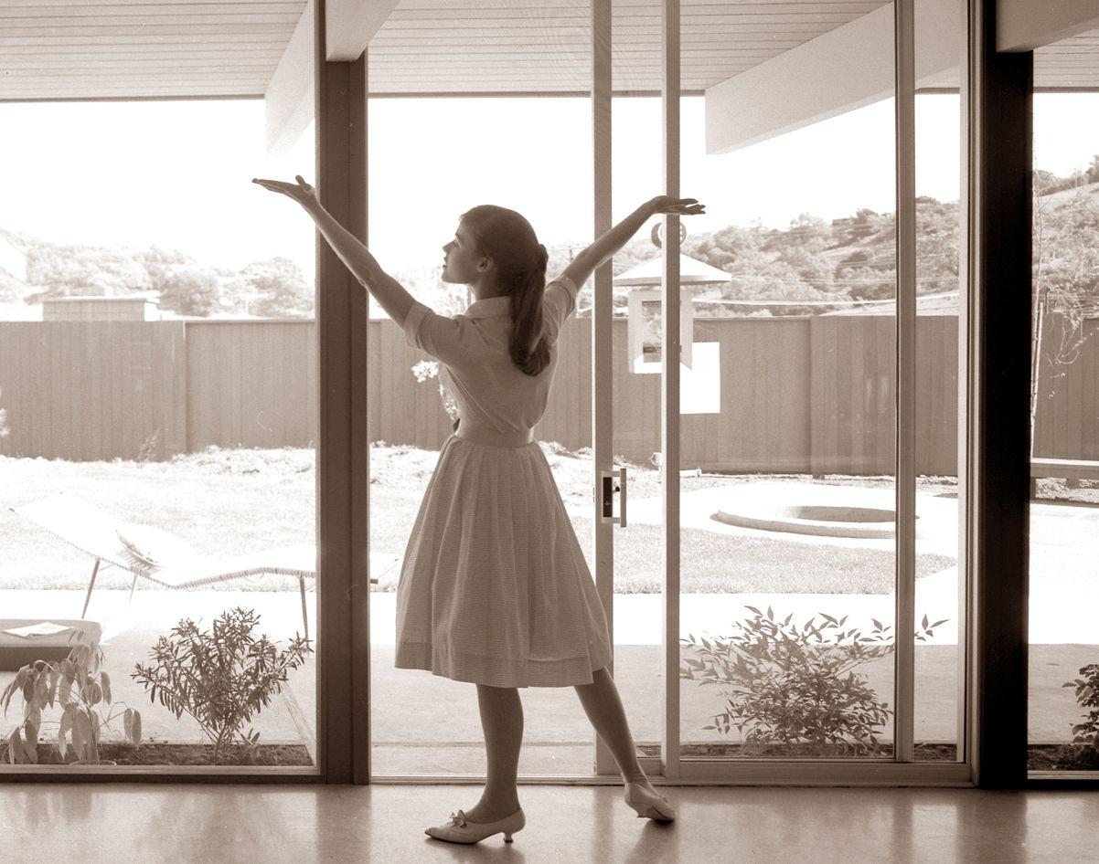 1953 Eichler Advertisment Featuring Arcadia Aluminum Sliding Glass