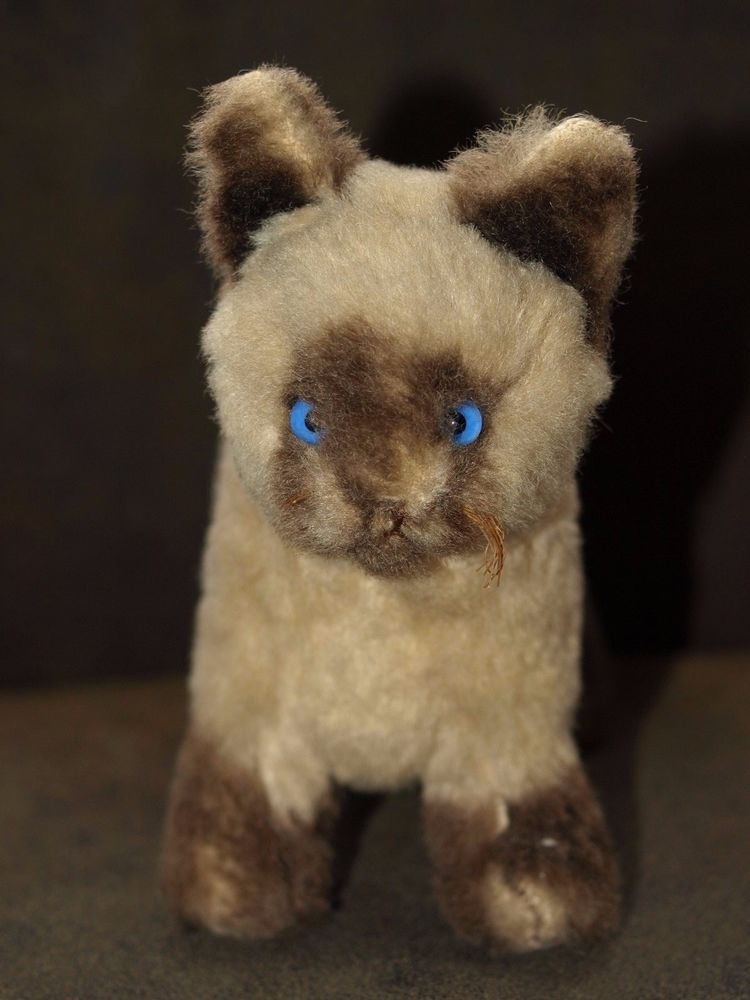 vintage cat straw stuffed with blue glass eyes 24cm nose to tail standing