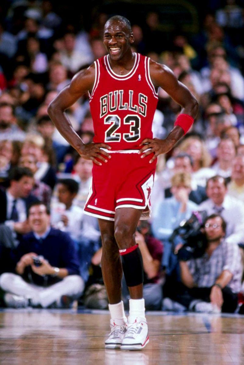 166d4b7b4a8 Flashback    Michael Jordan in the Air Jordan III  Fire Red ...
