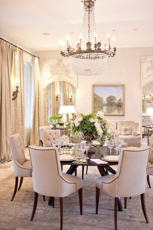 Dining Room With Round Table And Tufted Dining Chairs Luxury Dining Room Elegant Dining Room Dining Room Design