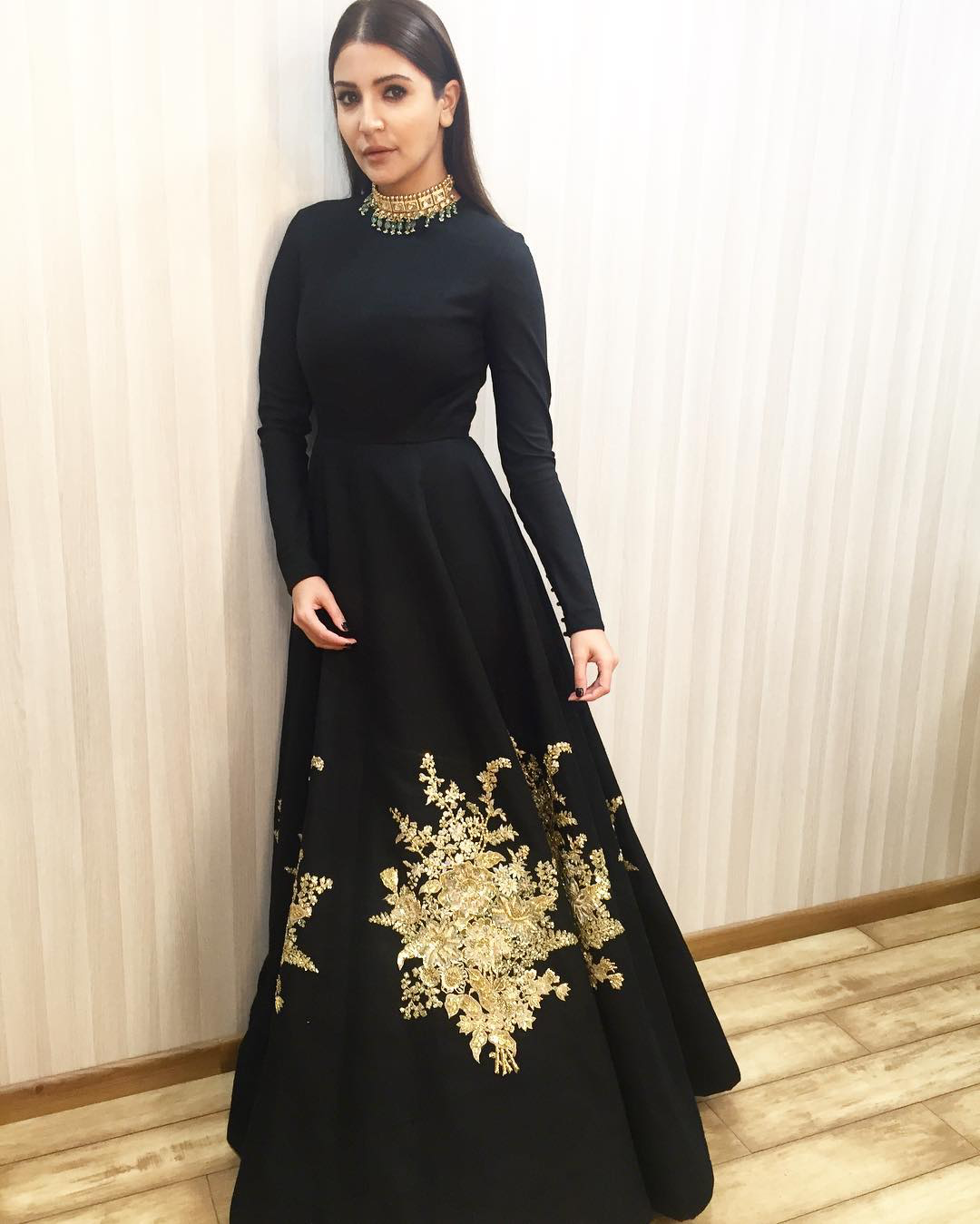 Anushka Sharma in Black Gown at Kapil Sharma Show ...