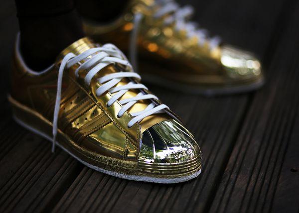 adidas superstar metallics zwart goud