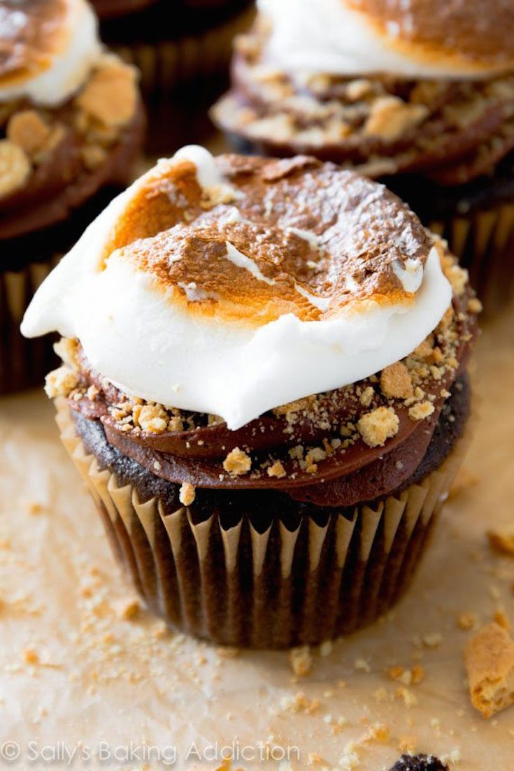 Marshmallow-Filled S'mores Cupcakes. - Sallys Baking Addiction ...