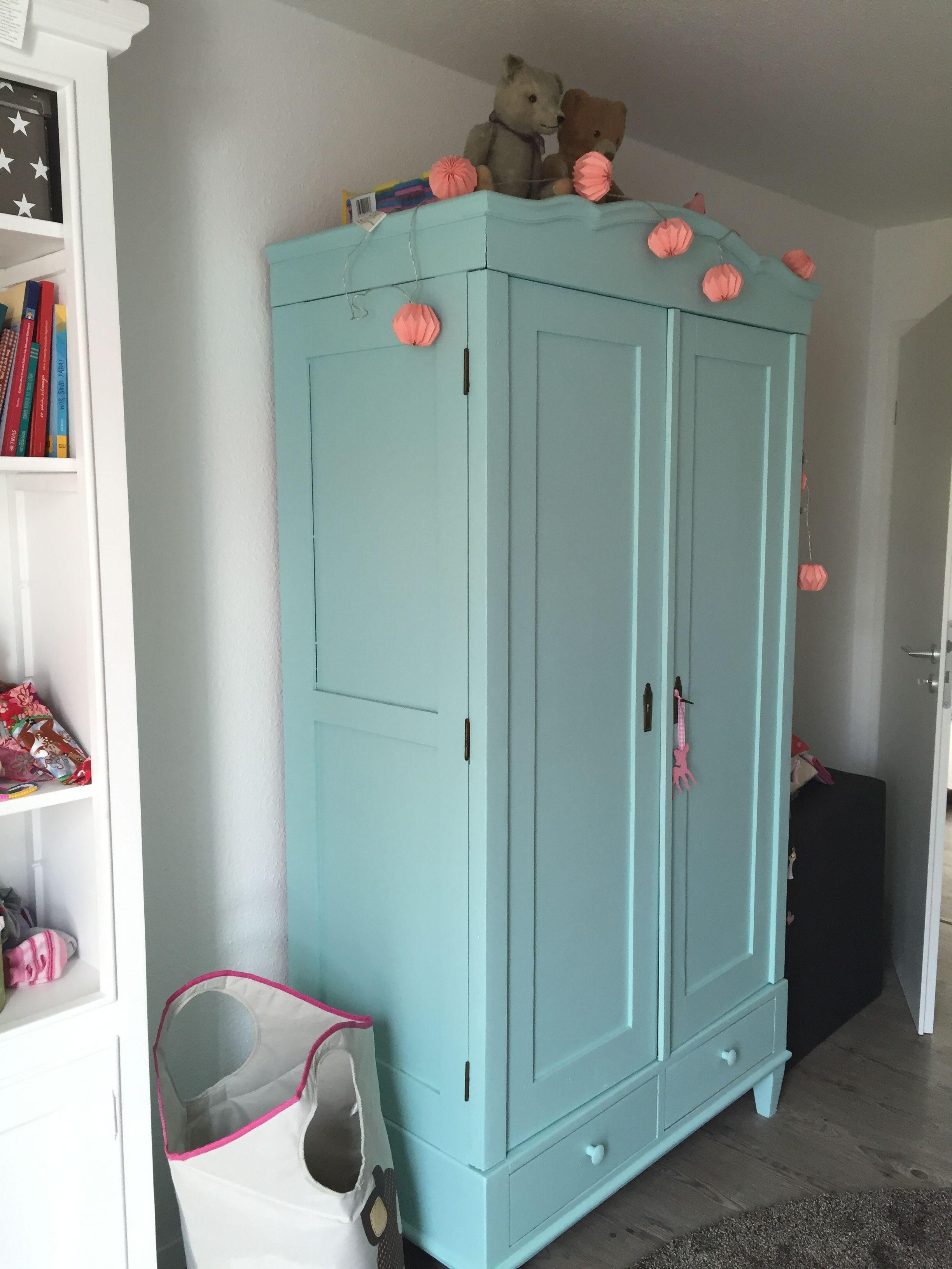 Kleiderschrank für Kinderzimmer, Toller alter Schrank aus