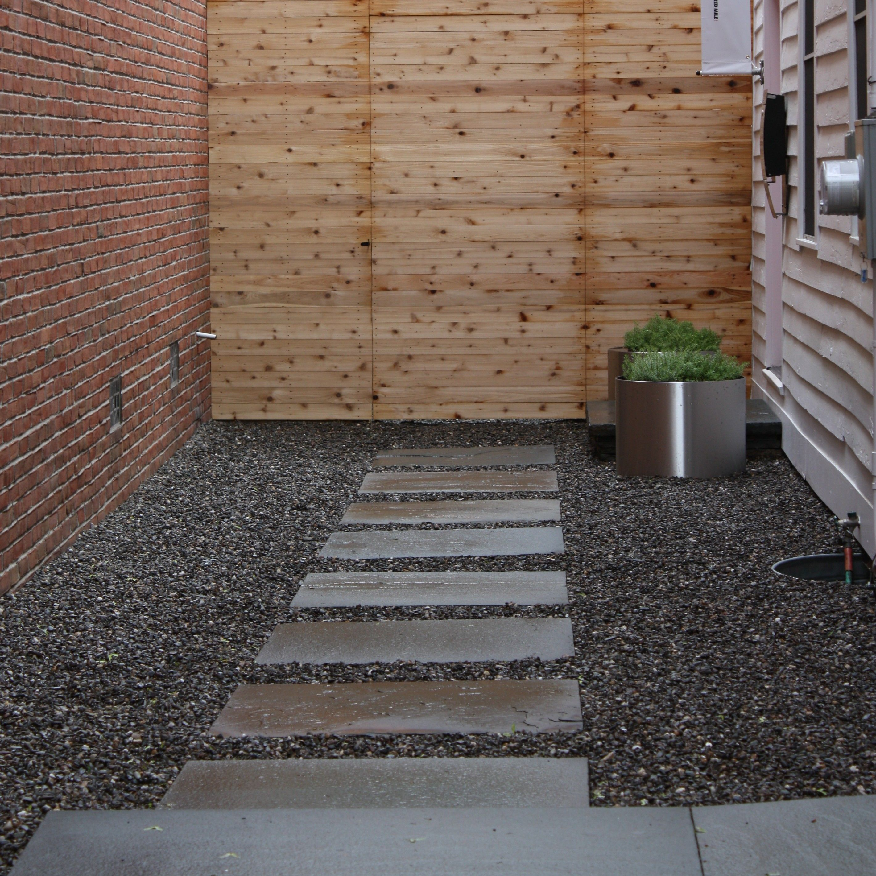 How to make a garden path with gravel - Pea Gravel Walkway Next To Driveway Google Search