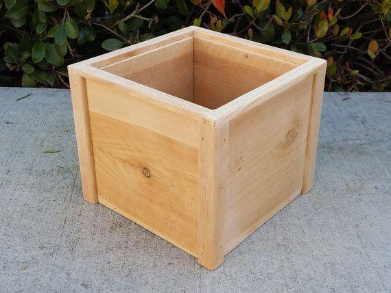 Cedro De Lujo Cuadrado Levantado Planter Box Tamano L X W X H 9 X 9 X 7 75 Materiales Cedro Sin Tratar Con Planter Boxes Wood Planters Wood Planter Box