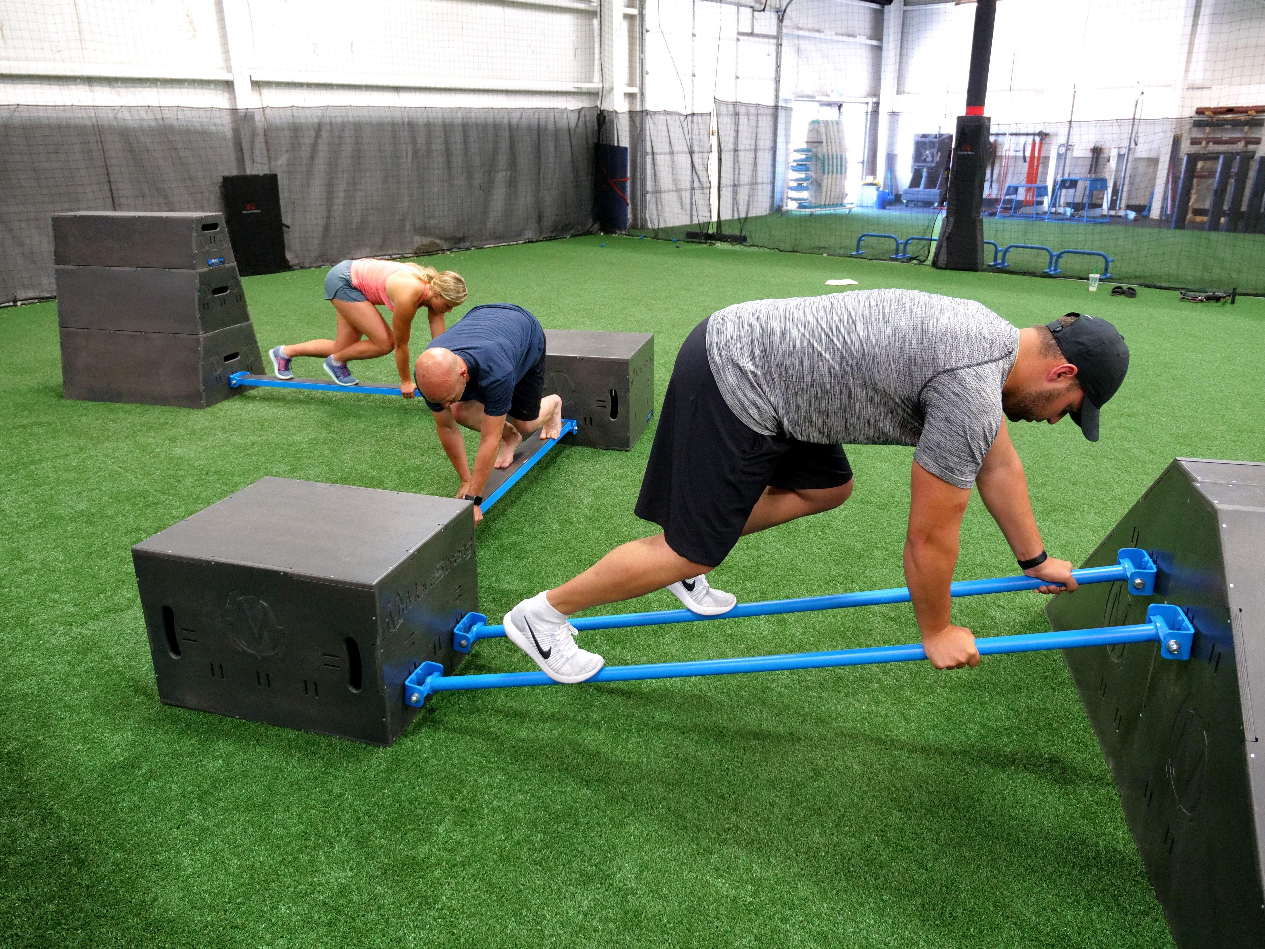 Functional Fitness Wall Bridge For Bodyweight Suspension Medicine Ball Training The Movestrong Nova Wal Sala De Gimnasio Gimnasio En Casa Diseno De Gimnasio