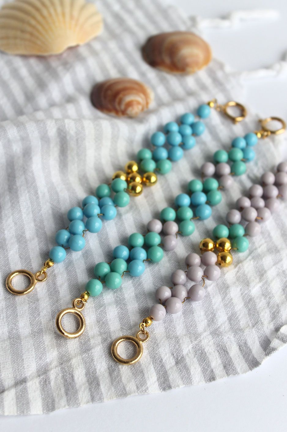 DIY - Woven Bead Bracelet | Beaded bracelets tutorial, Beads and ...
