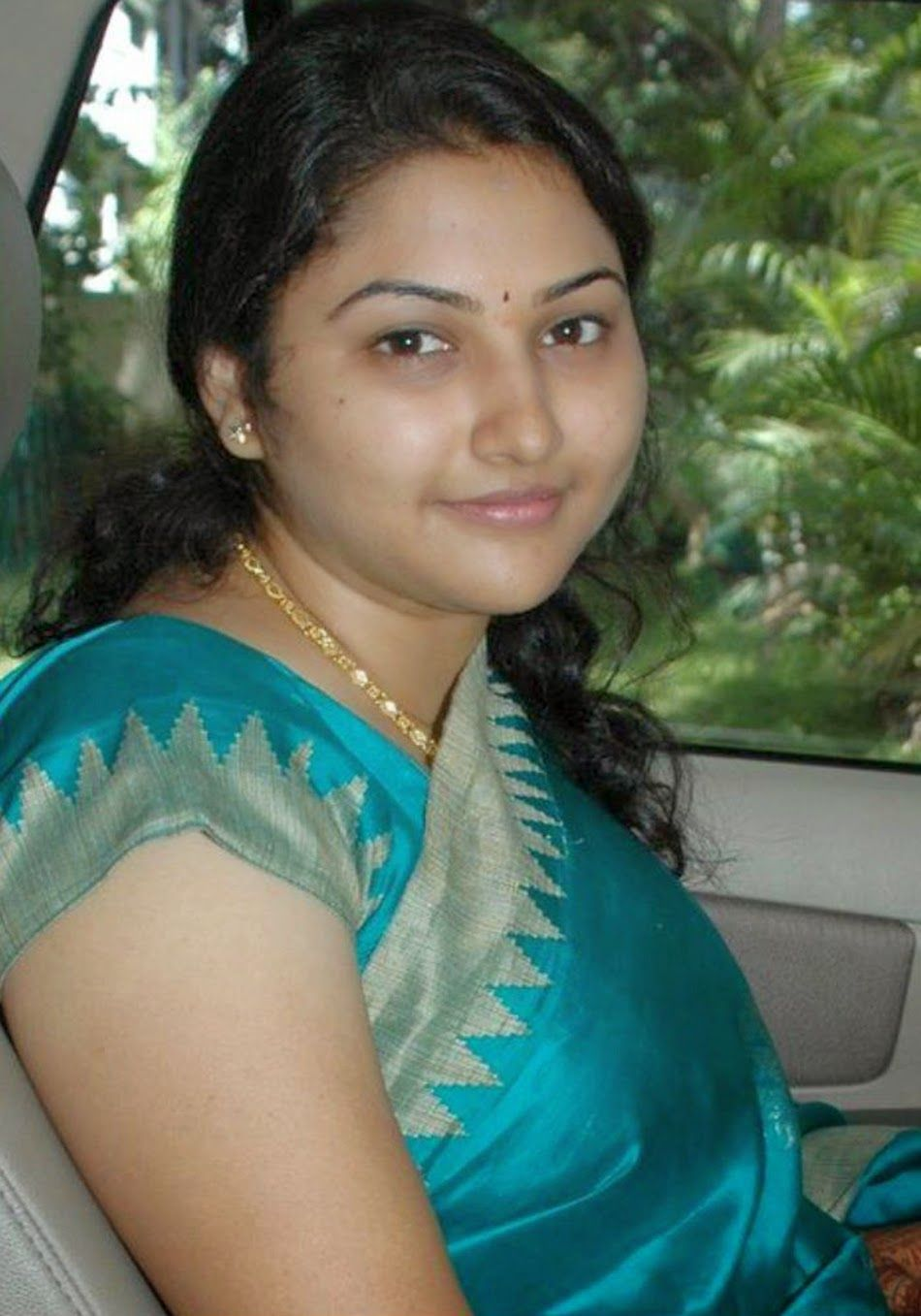 Malayali Girls And Women Mallu Nice Photos Pics Women Desi Indian Girls Aunties Bhabhis And Housewives