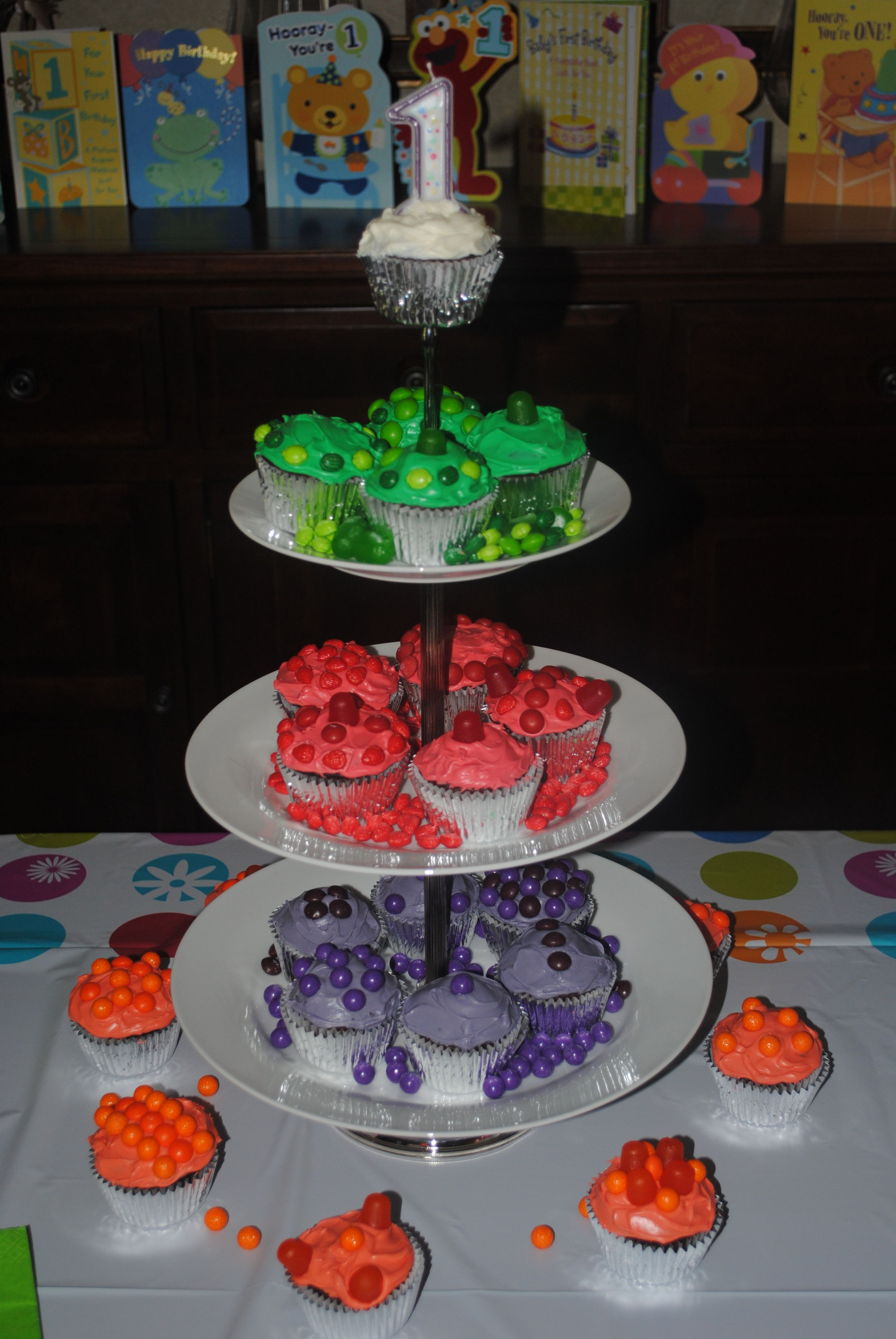 Inexpensive wedding cake.Wilton tiered cupcake holder