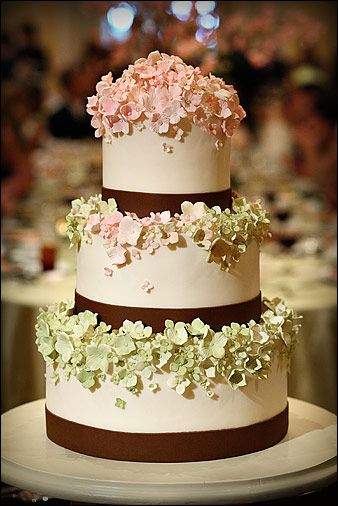 i love the graduated colors of the petals on this cake by Gateaux.