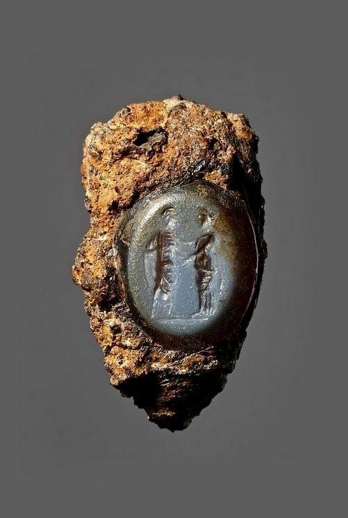 Woman and man. Graeco-Roman ringstone, 30 BC-200.