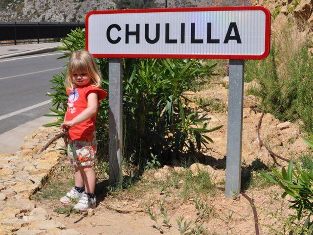 Chulilla y su charco azul son un destino ideal para una excursión de un día con niños.