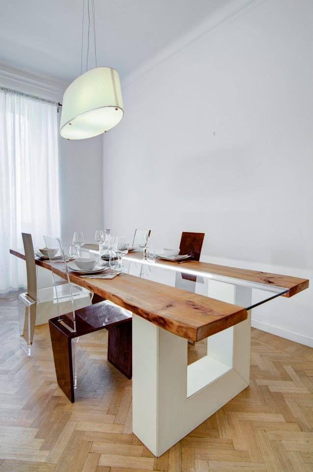 Tavolo in pelle bianca legno grezzo vetro e led arredo for Tavolo vetro legno