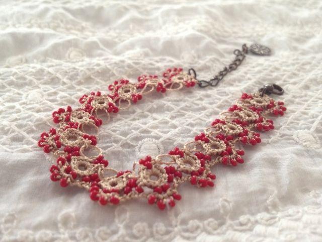 トルコ ボンジュクオヤ ブレスレット(CAMBAZ レッド) - いといろ - itohilo - 世界のかわいい刺繍と雑貨と、旅 | メキシコ、トルコ、ラオスなどの雑貨・刺繍の通販