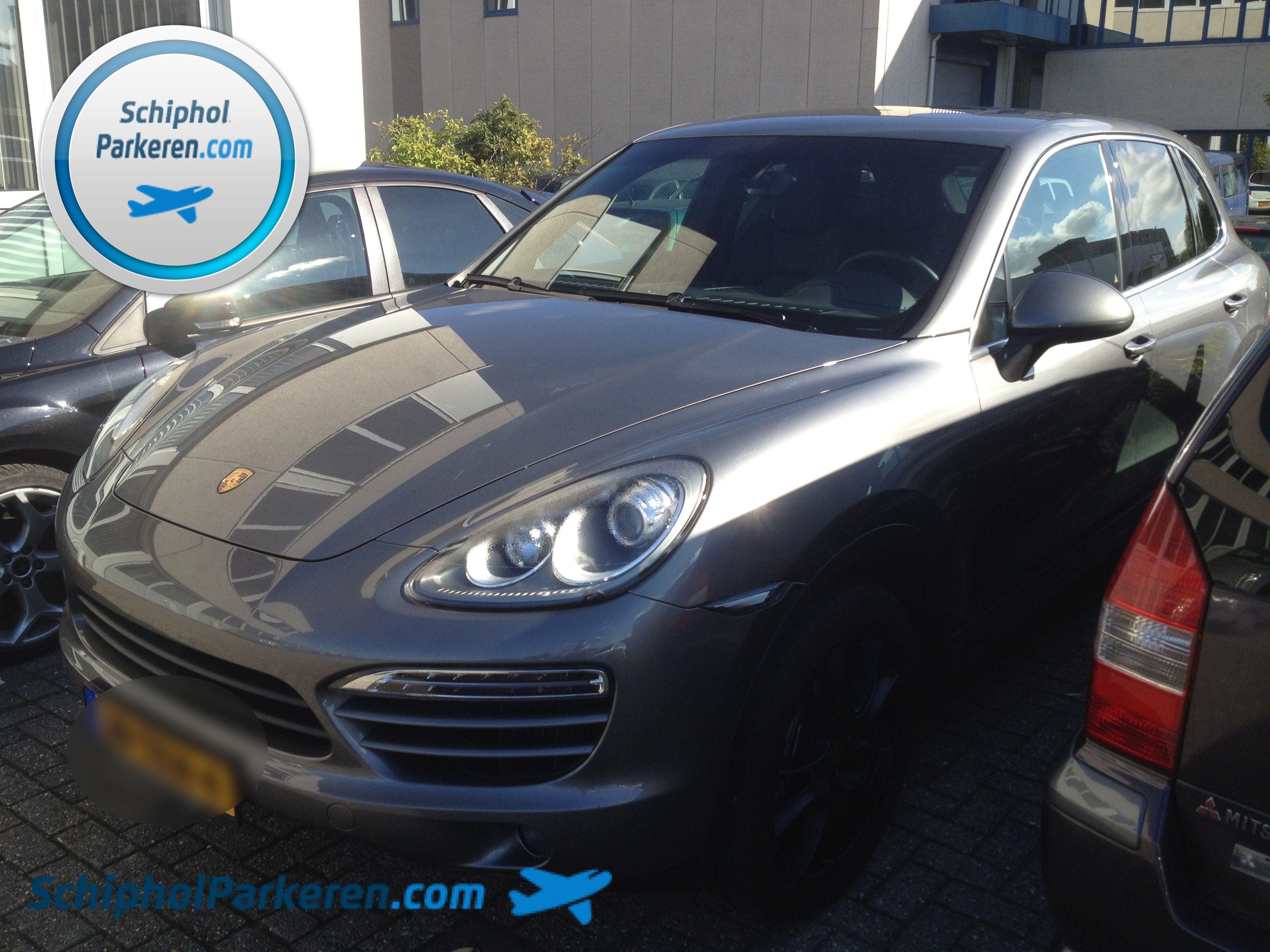 Schiphol Parkeren. Ook voor uw Porsche Cayenne. Snel, vertrouwd en goedkoop parkeren bij Schiphol. Check: http://www.schipholparkeren.com