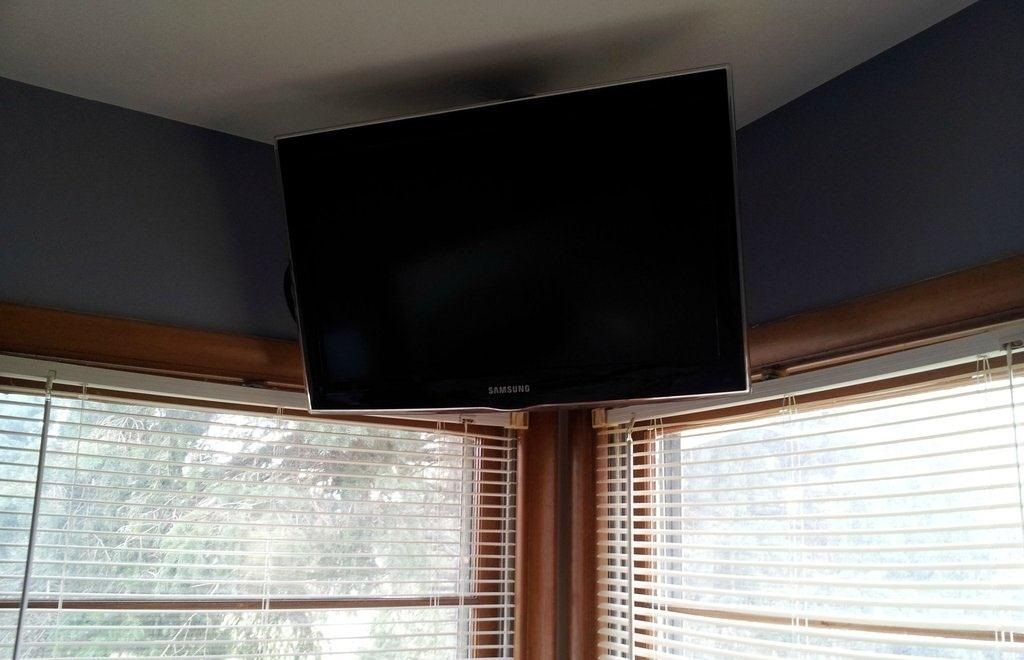 How To Build A Simple Flat Screen Tv Ceiling Mount From