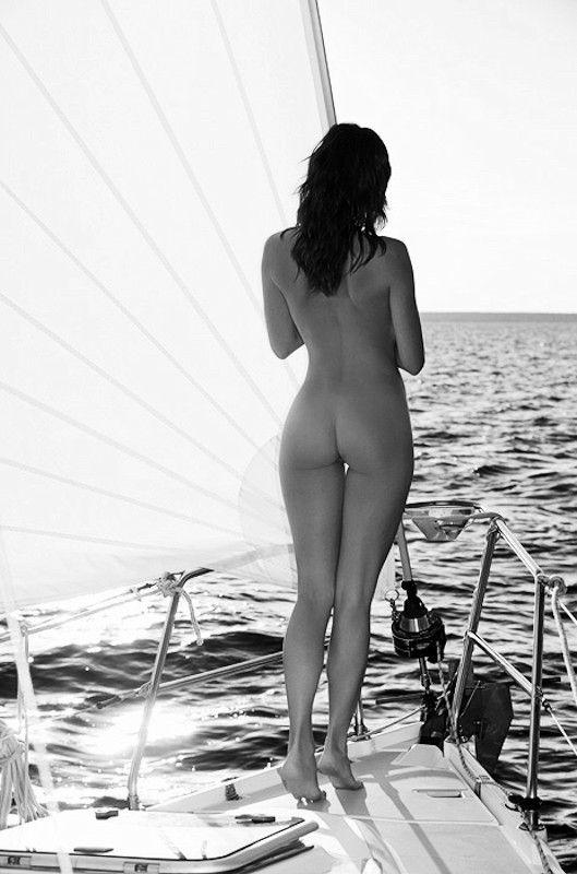 Ebony girl nude bottomless