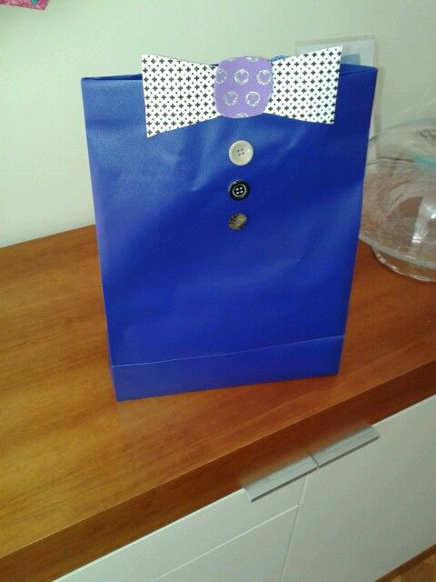 Cute gift bag for dad's birthday.