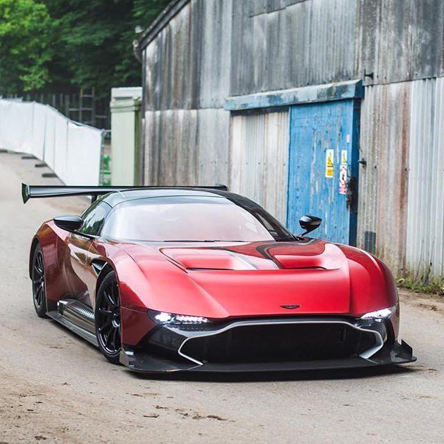 Aston Martin Vulcan, Aston Martin