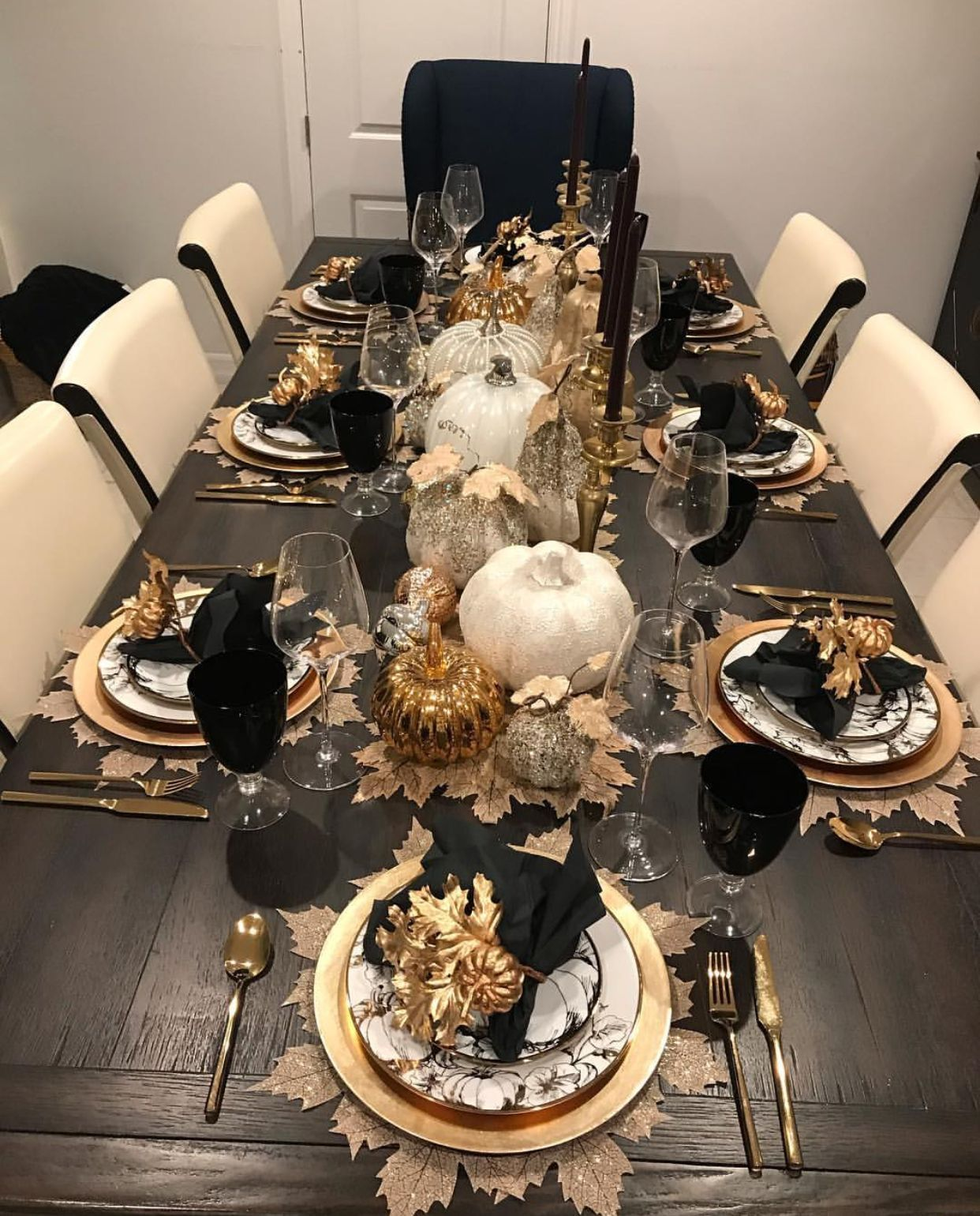 Table Settings Everyday Glam In 2020 Dinning Table Decor Table Settings Everyday Dining Room Table Decor