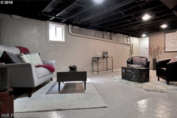 401 SW Nebraska St, Portland, OR 97239 - 4 beds/2 baths
