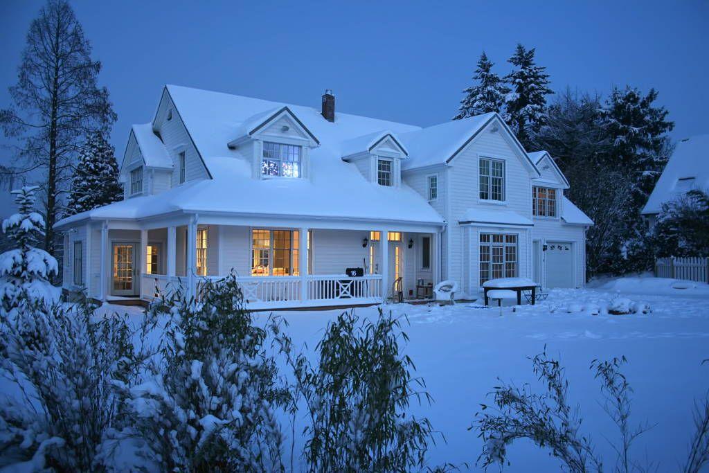 Une cosy maison de style am ricain g teaux invisibles pinterest house home et house front for Plan de maison style americain