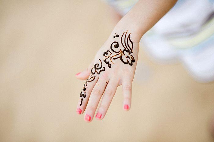 1001 ideen wie sie ein henna tattoo selber machen t. Black Bedroom Furniture Sets. Home Design Ideas
