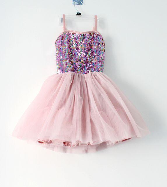 es es un vestido paraa niña