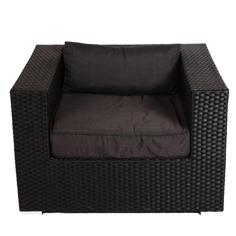 Loungestoel Lynn is geschikt voor iedere tuin. Dankzij de keuze van het materiaal is de stoel geschikt om buiten te laten staan als het weer even wat minder is. De loungestoel kan gemakkelijk gecombineerd worden met andere loungestoelen of loungebanken, zodat loungestoel Lynn de ideale vervanging of uitbreiding is voor in de tuin. Deze loungestoel wordt geleverd inclusief bijbehorende kussens. #Tuinstoel #Tuinstoelen #tuinmeubelen #tuinmeubel #tuinmeubels