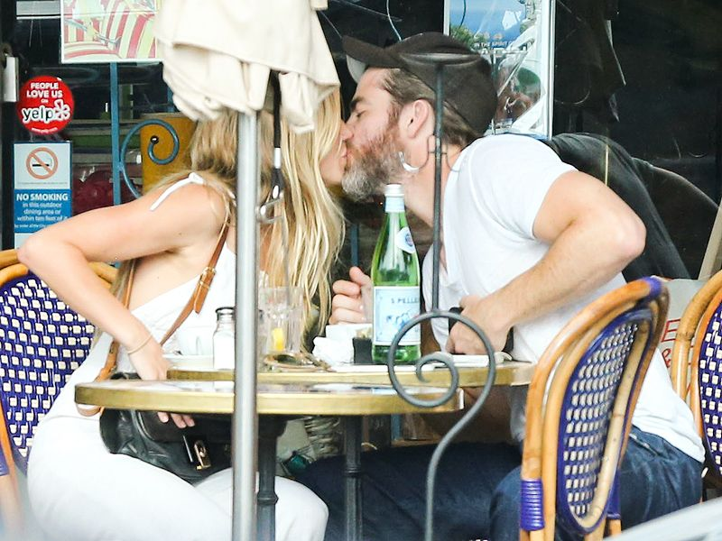 Image: Chris Pine and Vail Bloom kiss during PDA-Packed Lunch  source: Pinterest