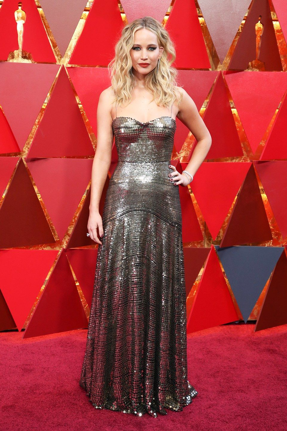Jennifer lawrence oscars 2018 dress color optical illusion