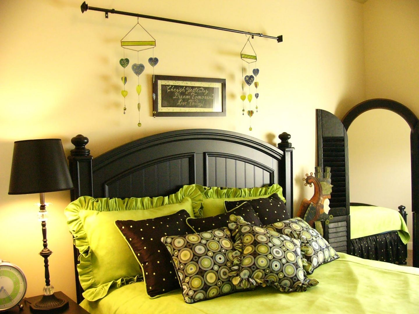 Black White Bedrooms | Tags: Green Black Decorated Bedrooms , Lime Green  Bedroom
