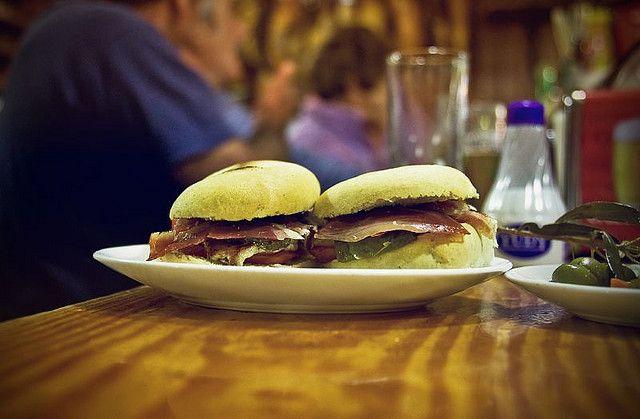 "Las tapas definen la gastronomía andaluza! / The ""tapas"" define Andalusia's style of eating!"