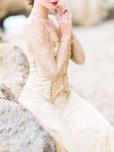 Tendance Robe De Mariée 2017/ 2018 : Golden gown: www.stylemepretty... | Photography: Honey Honey - www.hoooney.com/   https://flashmode.be/tendance-robe-de-mariee-2017-2018-golden-gown-www-stylemepretty-photography-honey-honey-www-hoooney-com/  #RobeMariage