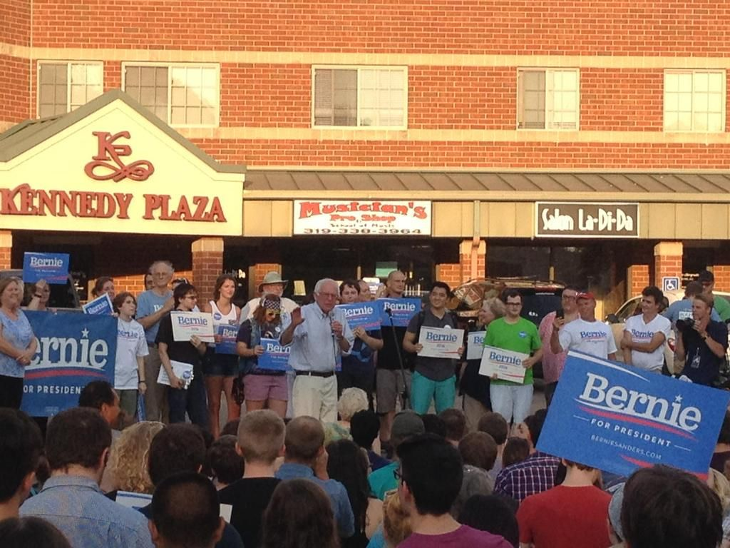 Sanders Opens Field Office In Iowa City Iowa Iowa City Sanders