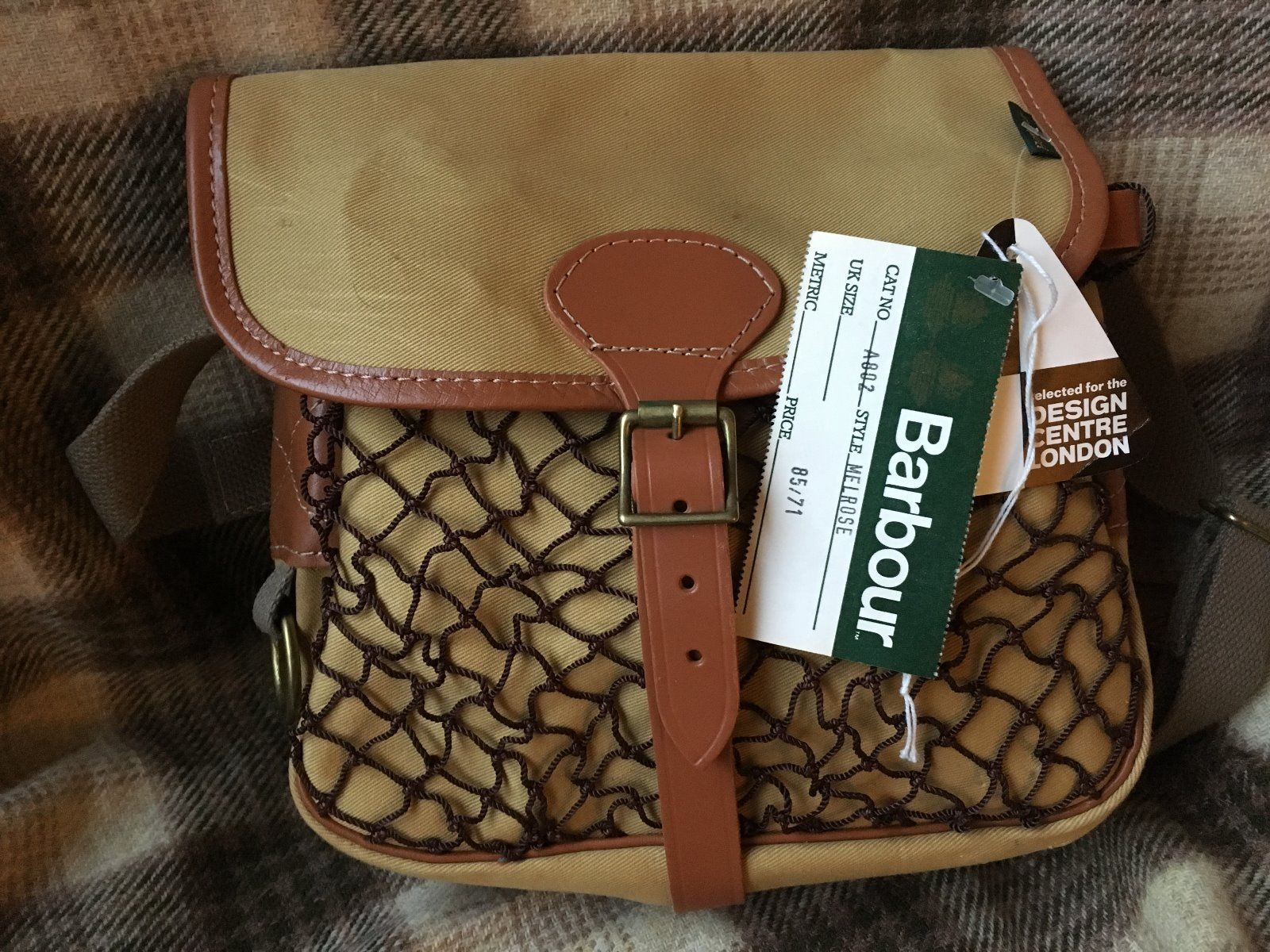 av Polär överensstämmelse  IT HAS AN INTERIOR POCKET AND A MESH POUCH ON THE FRONT WITH A ...