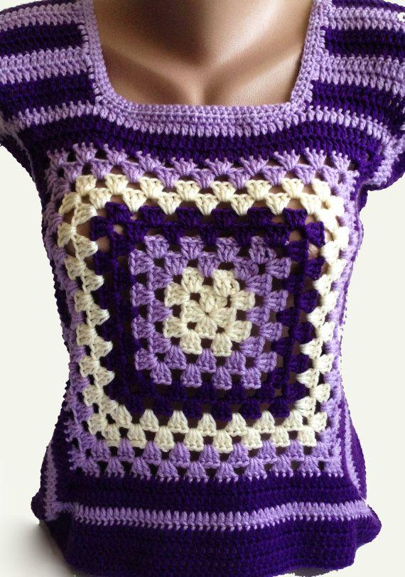 Este chaleco de colores marfil, lavanda y púrpura elegante es tejido ...