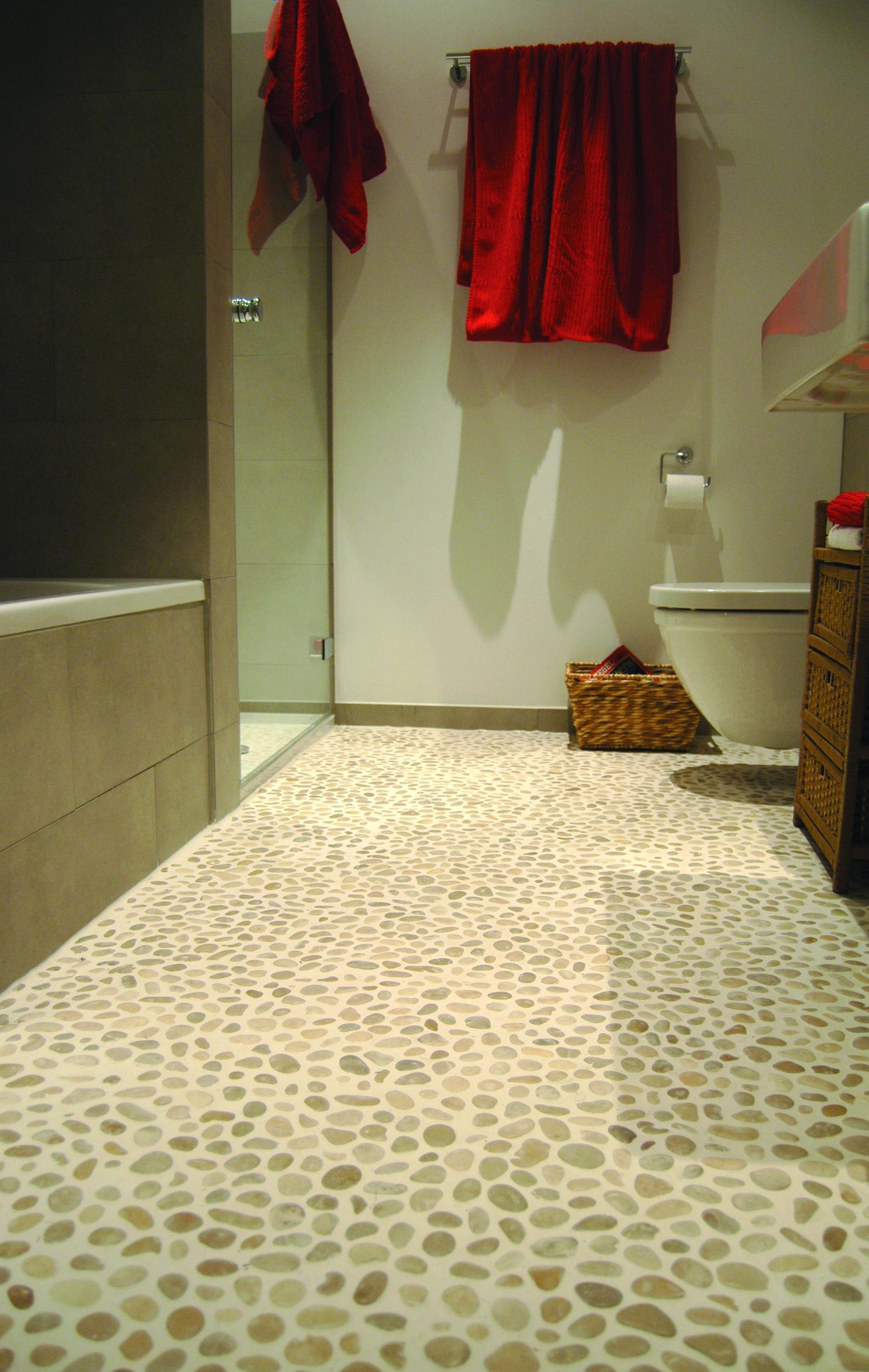 Kieselsteinboden Pure Nature Von Stein Und Ambiente Badezimmerideen Badezimmer Mosaik Badezimmer Inspiration