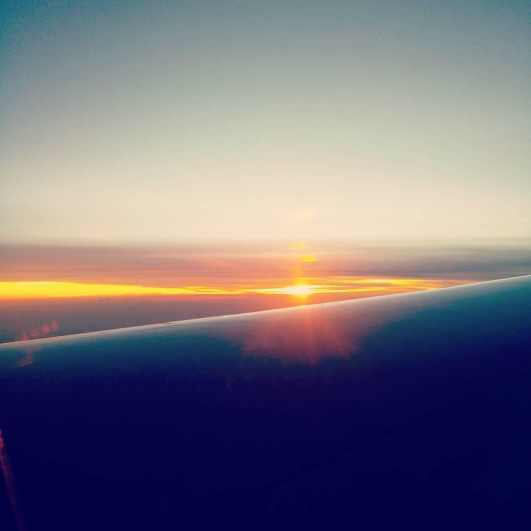 처음 호주갈때 #비행기 안에서 바라보던 #일몰 국외는 처음이라 무척 #설레 였던 기억이..... #travel #travelgram #sunset #veiw #airport #sky #follow4follow #follow #여행 #여행스타그램 #야경 #야경스타그램 #풍경 #풍경스타그램 #선팔하면맞팔 #소통해요 by cowoxcowox1 http://bit.ly/AdventureAustralia