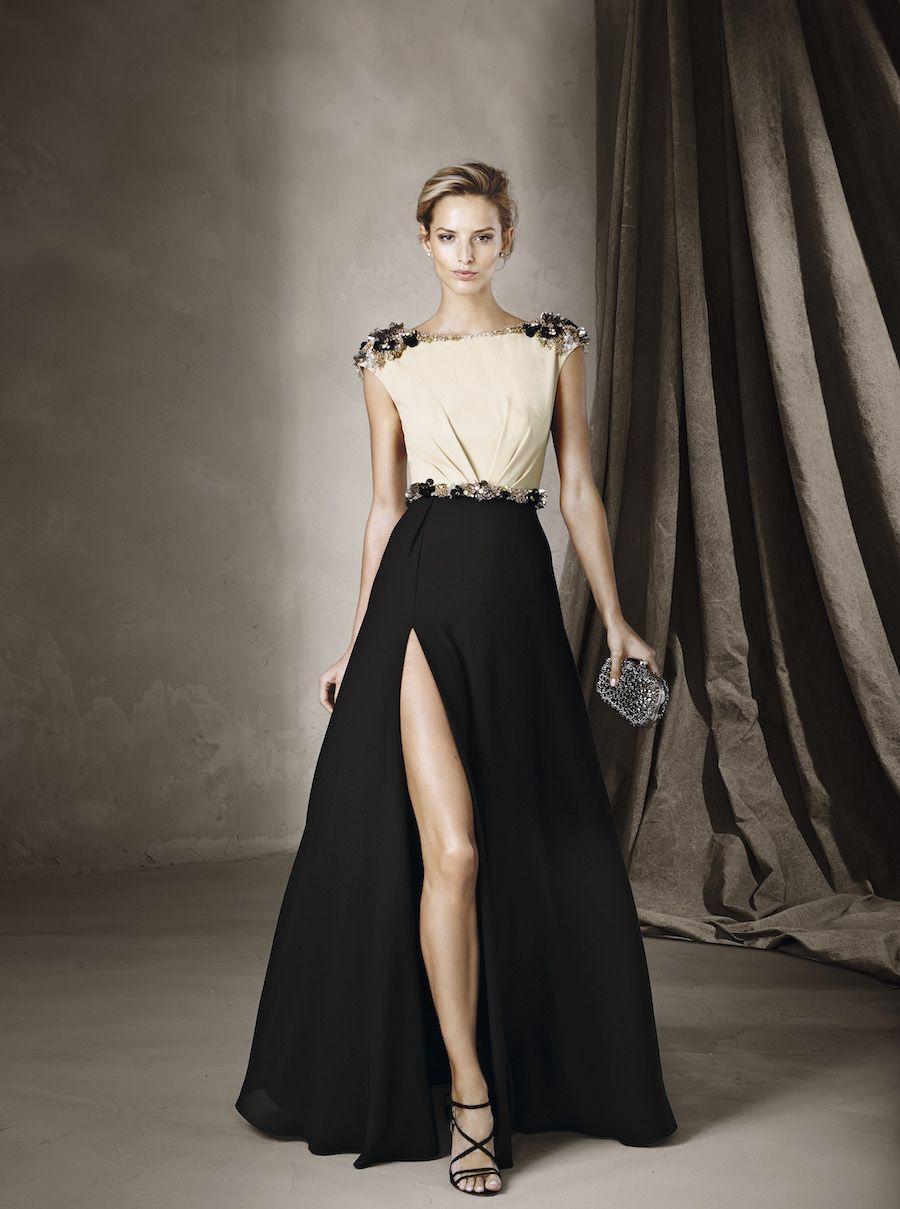 Gli abiti da sera perfetti per le vostre damigelle della collezione  Cocktail di Pronovias  silhuette minimal e infinite sfumature di colore. c63f77a1130