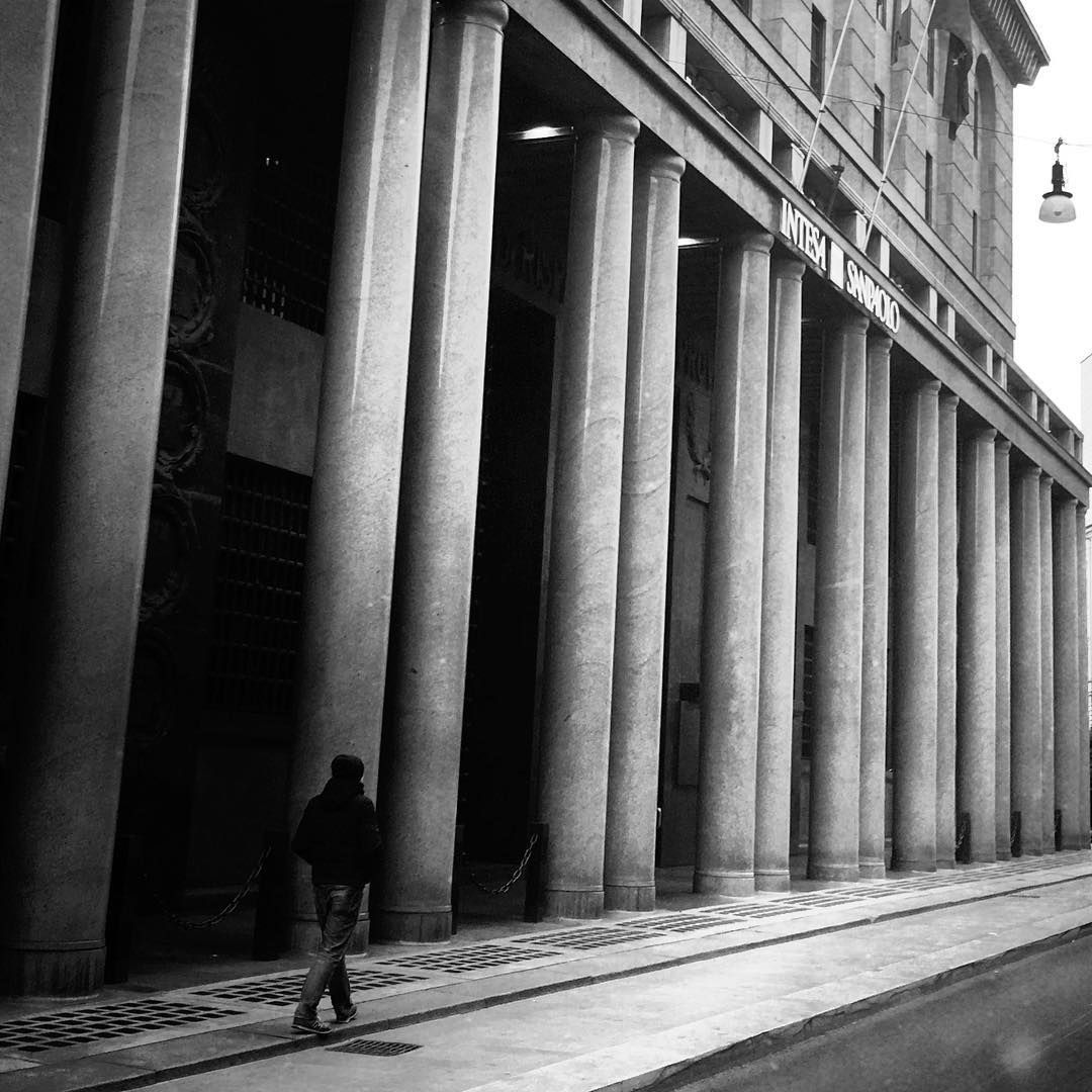 Among columns by dariomino