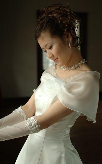 二の腕の太さをカバーするウェディングドレスの着こなし方法