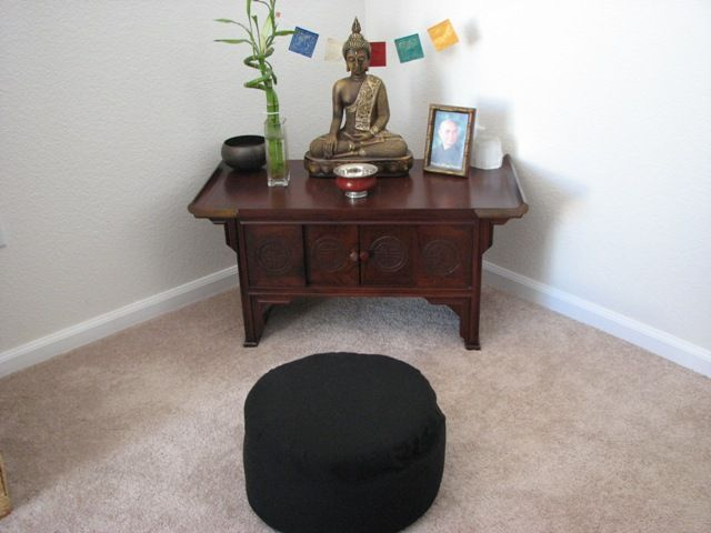 Design Small Space Yoga | The Altar 2.0 | Yoga home studio ...
